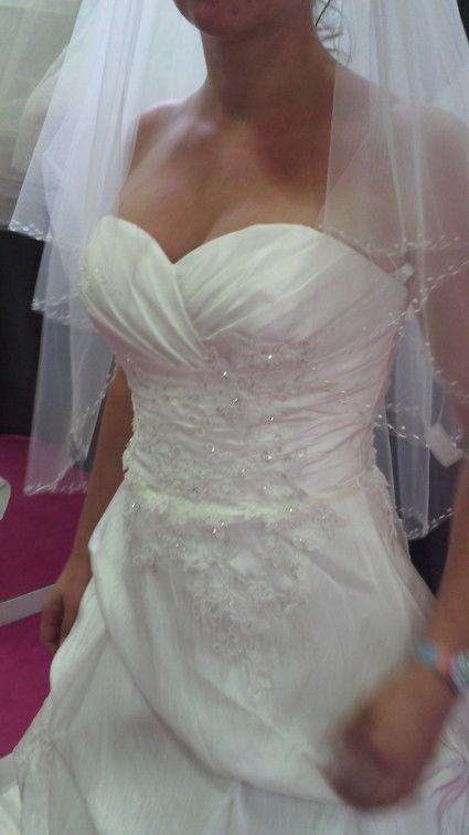 Robe de mariée à lacet T36 à 40 + jupon + voile  - Hérault