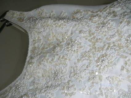 Robe de mariée perlée avec traîne et gants pas cher en 2013