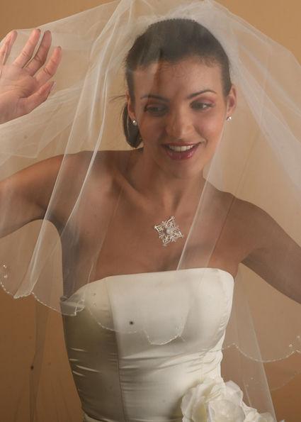 Voile de mariée mi long neuf avec petites perles discrètes