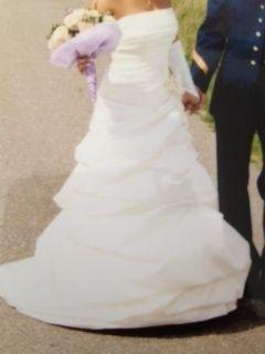 Robe de mariée TBE, bustier crème avec gants, étole et jupon