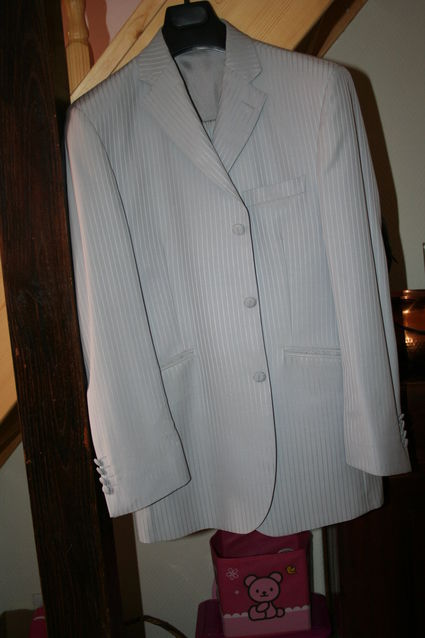 Costume de marié rayé gris clair neuf