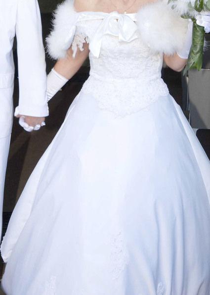 Magnifique Robe Mariée Blanche d'occasion avec traîne