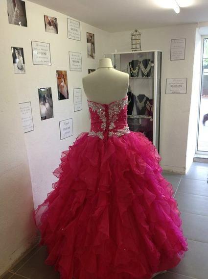 Robe de soirée type princesse couleur fishia d'occasion