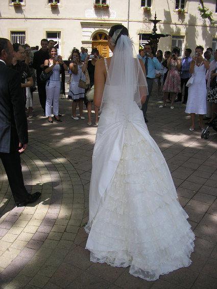 Robe de mariée en soie et dentelle avec accessoires d'occasion