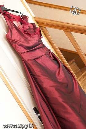 Robe de mariage Dumas couleur Bordeaux magasin Mariés d'Aphrodyte
