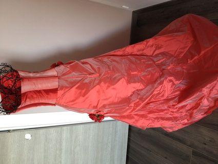 Robe de mariée rouge, bustier reflets rose  d'occasion