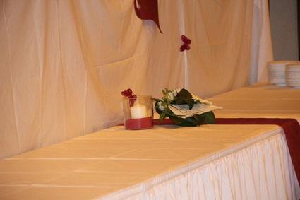 Location de jupon tables  pour habiller la table des mariées ou un buffet