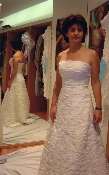 Robe de mariée bustier pas cher Ivoire Paris 2012 - Occasion du Mariage