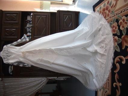 Robe de mariée ornée de perles d'occasion taille 40