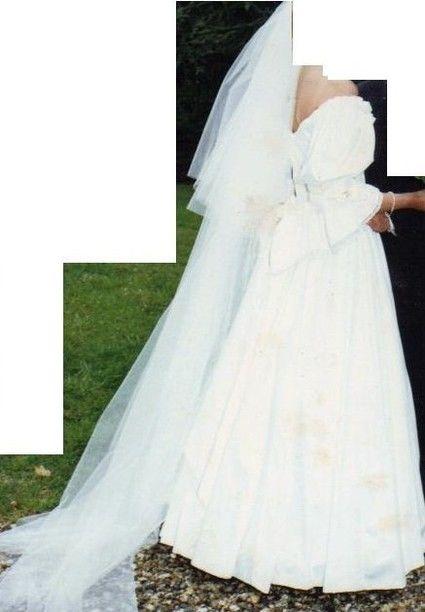 Robe de mariée Laura ASHLEY avec finition dentelle sur les manches