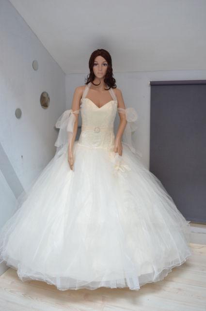 Robde de mariée romantique pas cher Paris 2012  - Occasion du Mariage