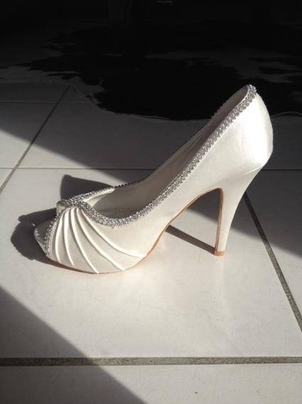 chaussures mariage en satin blanc d 39 occasion toulouse garonne haute. Black Bedroom Furniture Sets. Home Design Ideas