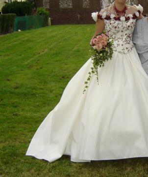 Robe de mariée écru et bordeaux d'occasion avec accessoires