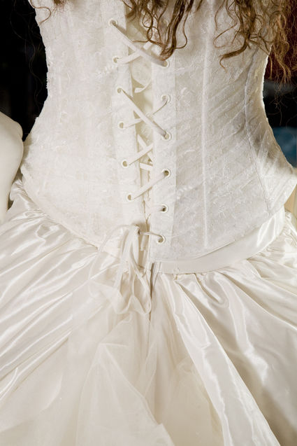 Robe de mariée d'occasion avec bustier, 3 jupons et traîne en tulle