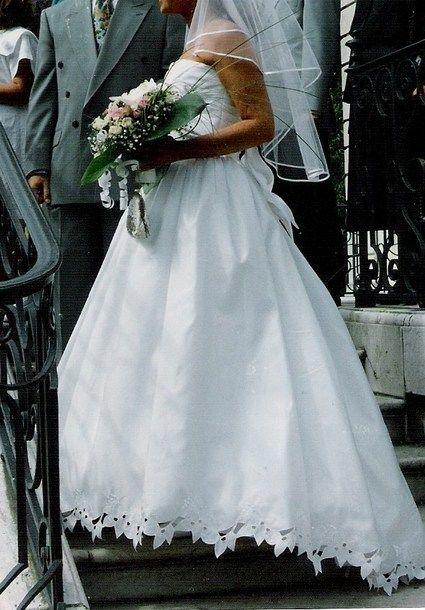 Robe de mariée pas cher taille 40 + jupon et gants 2012 - Occasion du Mariage