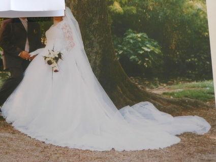 jolie robe de mari e d 39 occasion avec traine et gilet tarn. Black Bedroom Furniture Sets. Home Design Ideas