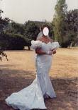 Robe de mariée Pronovias silhouette sirène avec demie-traîne et voile