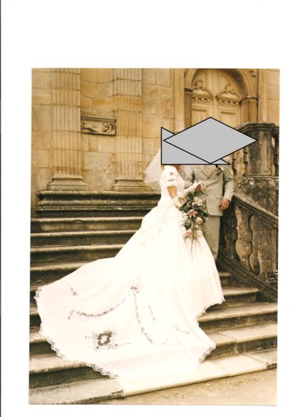 Robe de mariée pas cher au buste brodée et perlée T40/42