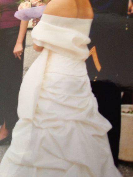Superbe robe bustier blanc cassé d'occasion avec jupon, étole, traîne et jupe