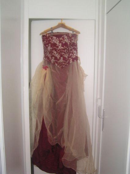 Robe de mariée T48/50 Bordeaux/vanille originale et d'occasion
