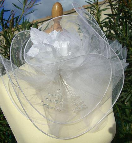Chapeau de mariée pas cher avec fleurs, perles, tules 2012 - Occasion du mariage