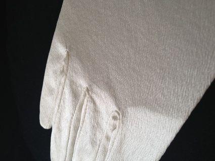 Gants de mariée en soie Neufs couleur ivoire Juste un Baiser