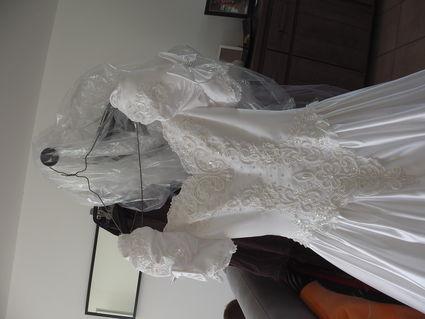Robe de mariée avec jupon et voile perlé Pronuptia d'occasion