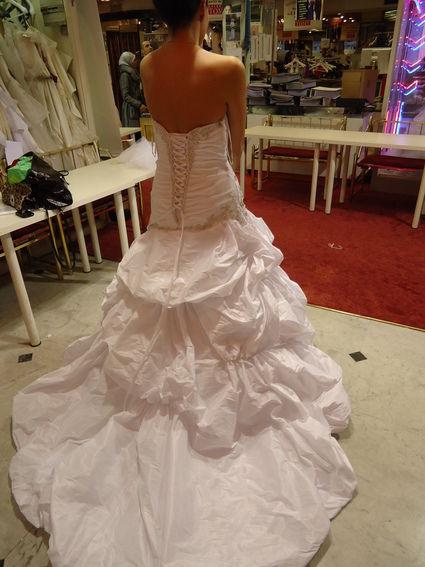 Robe de mariée Démetrios d'occasion en taffetas de soie couleur blanc diamant à Paris