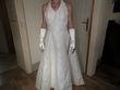 Robe de mariée et ses accessoires couleur ivoire avec gants et voile