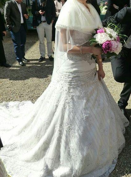 Robe de mariée tunisienne avec jupon et voile doccasion à Paris