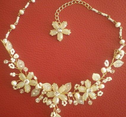 Collier mariée de fleurs et perles pas cher en 2012 - Occasion du Mariage