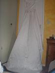 Robe de mariée ivoire T38/40 avec cerceau, gants, voile et coussin pas cher