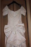 Robe de mariée avec grande traîne, gants et diadème - Occasion du Mariage