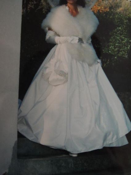 Robe de mariée d'occasion élégante et raffinée avec étole