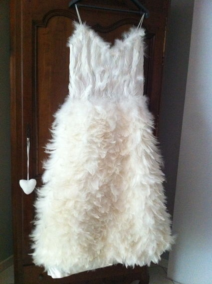 Robe de mariée originale et unique en plume création en Belgique