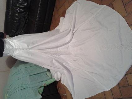 Robe de mariée blanche avec traîne et gants taille 42/44