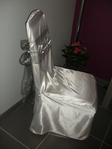 Location housse de chaise satin en décoration de salle de mariage