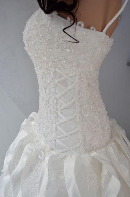 Robe de mariée de créateur d'organza et taffeta, bustier dentelle