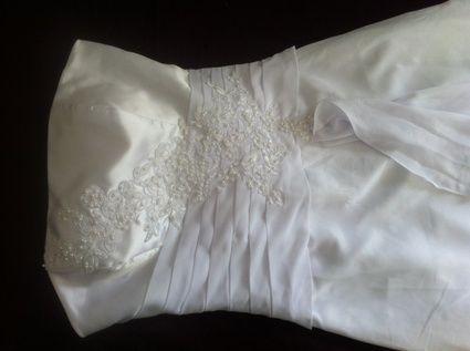 Robe de mariée fourreau T38 Neuve couleur blanche avec dentelle
