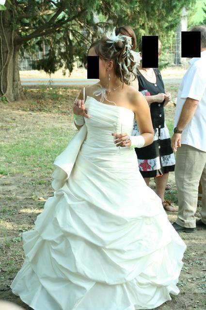 Robe de mariée 2012 marque Egalntine avec corset lacé et jupon