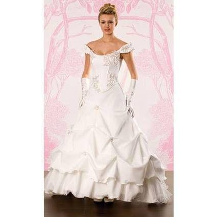 Maginfique robe de mariée pas cher collection Pia Benelli 2008 - Occasion du mariage
