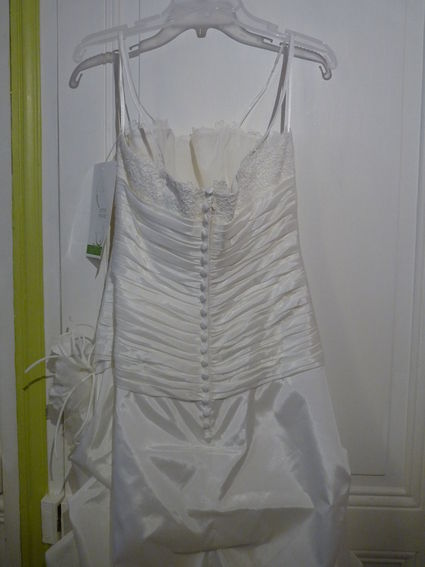 Robe de mariée neuve avec jupon à Paris - Occasion du Mariage