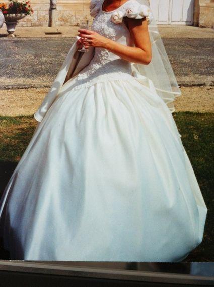 Robe de mariée buste et dos brodés et perlés