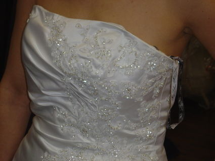 Robe de mariée bustier avec longue traine pas cher 2012 - Occasion du Mariage