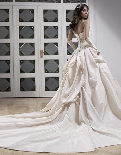 Robe de mariage Oxford de Lady Pearl de chez Complicité avec le jupon