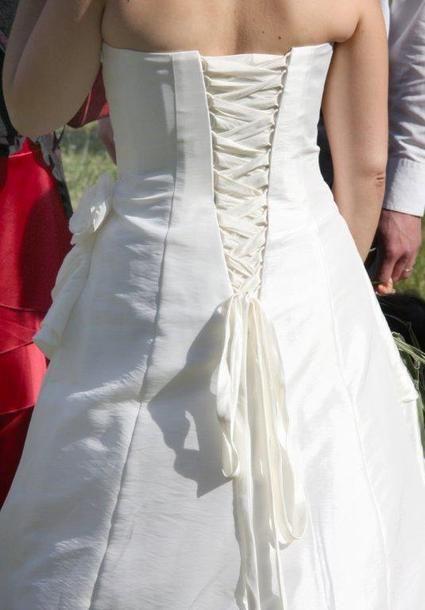 Robe de mariee d'occasion ivoire avec jupon, gilet et voile