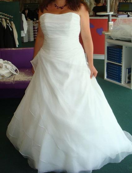 Robe de mari e riyad collection 2015 jupon housse offerte for Housse robe de mariee