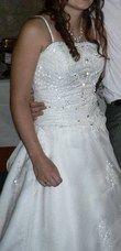Magnifique robe de mariée style princesse avec traîne, jupon et voile
