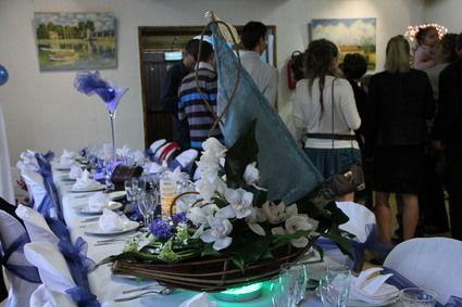 Location centre tables lumineux en décoration de salle de mariage