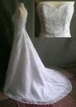 Robe de mariée bustier avec traîne en dentelle et jupon neuve à Paris